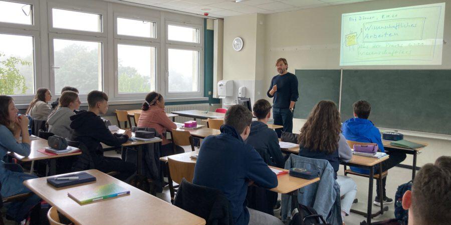 Magdeburger Universitätsprofessor gibt Tipps zum Wissenschaftlichen Arbeiten